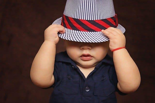 do newborns need to wear hats